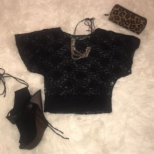 Tops - Lace top with fakes of gold through it